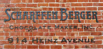 heinz avenue sign in black on brick